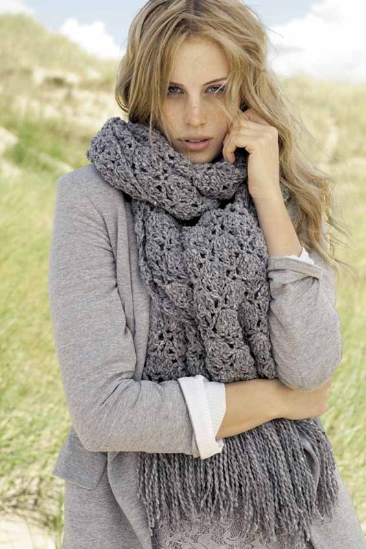 Lana Grossa CROCHET SCARF IN SHELL PATTERN Royal Tweed