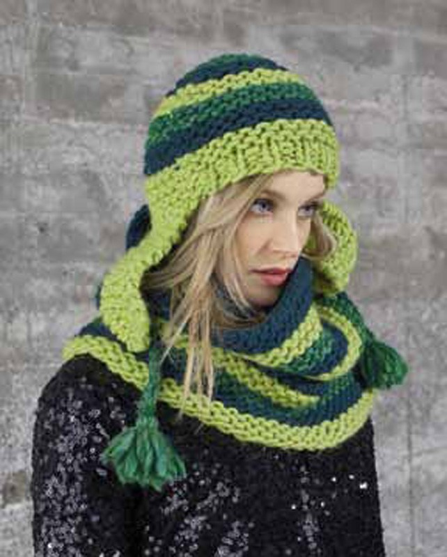 Lana Grossa Cap and snood in shades of green LEI color