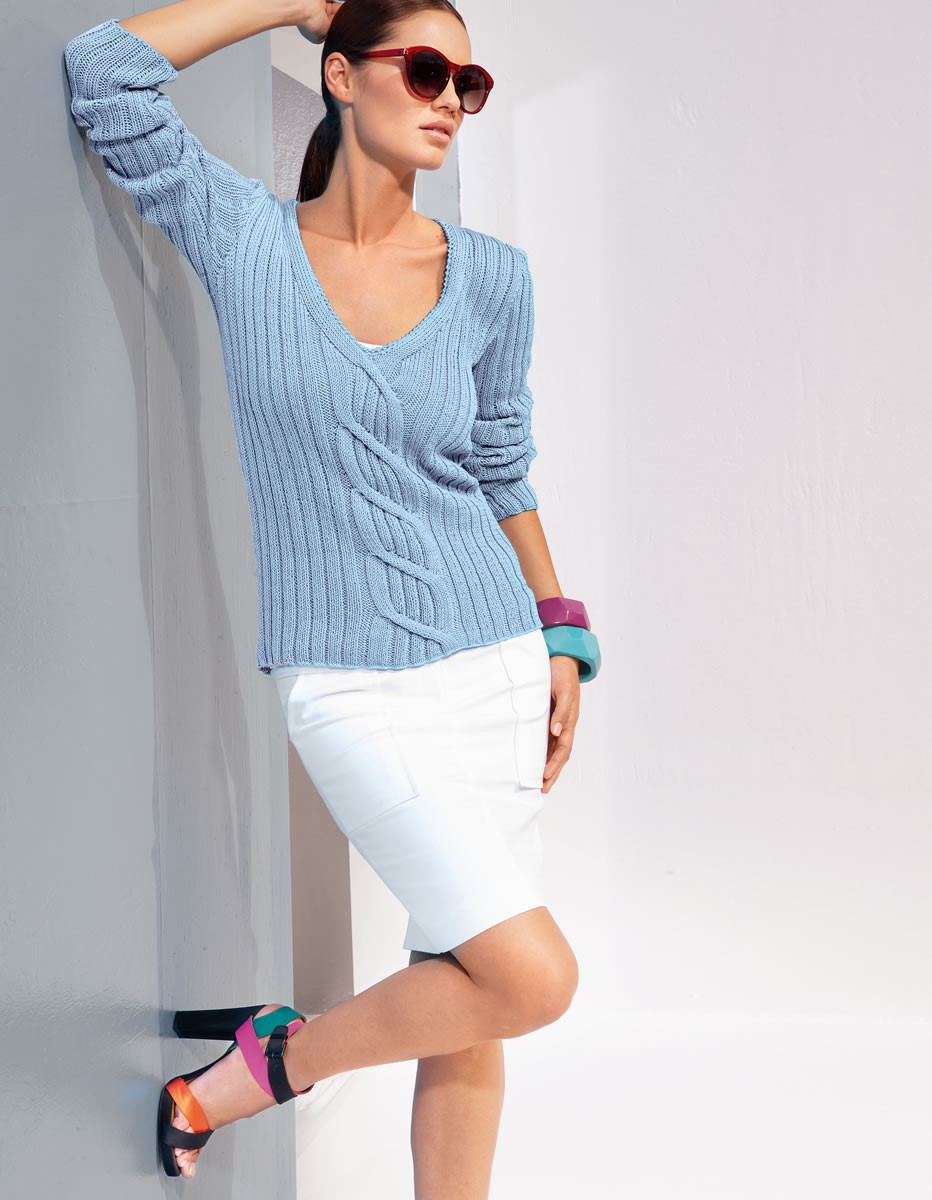 Lana Grossa V-NECK SWEATER WITH CABLES Classico