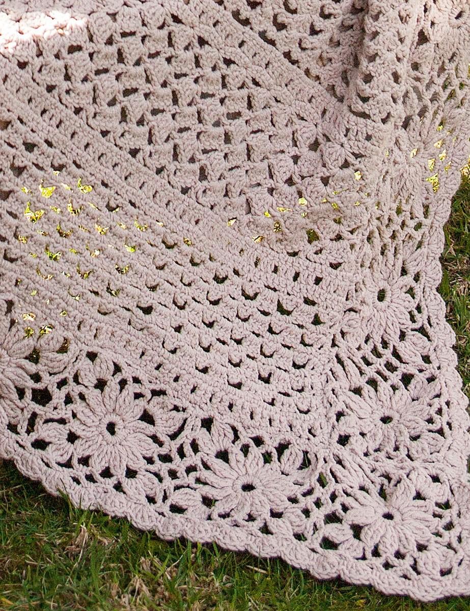 Lana Grossa CROCHET THROW WITH FLOWER EDGING Elastico Big