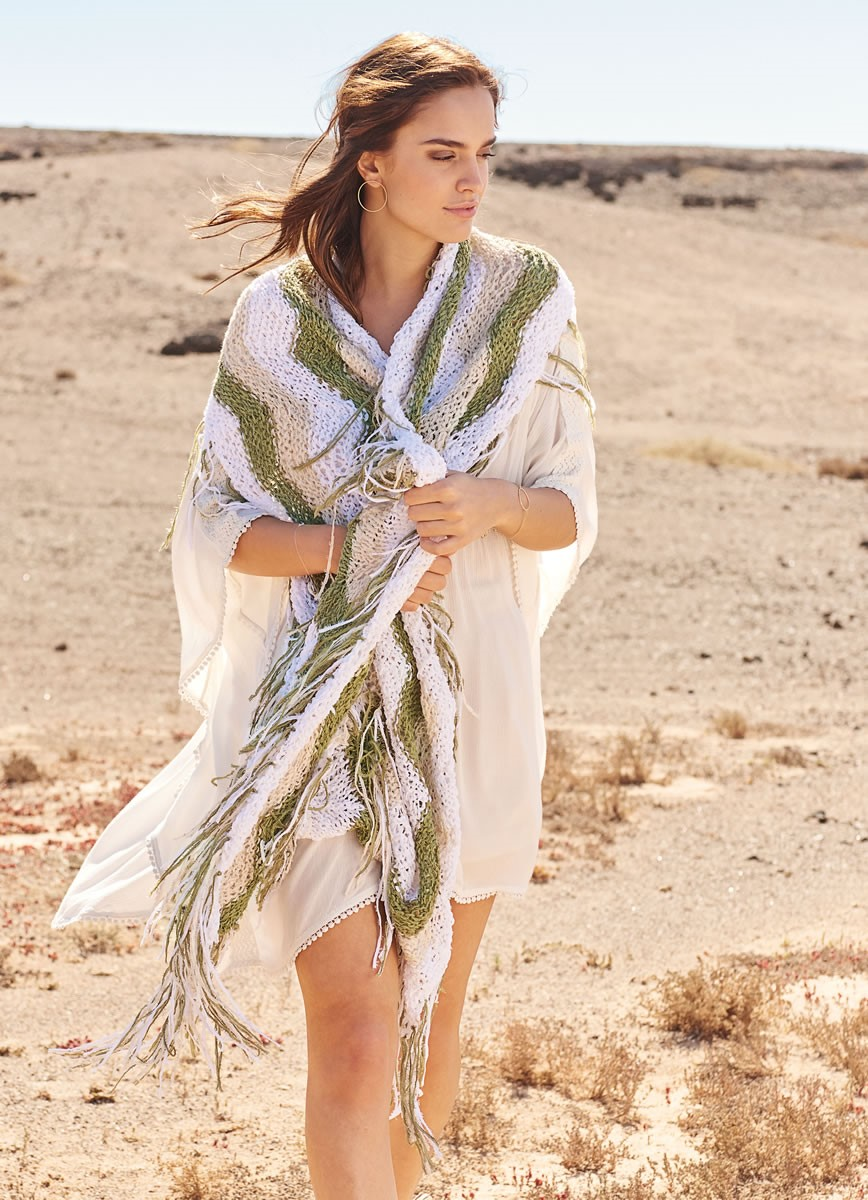 Lana Grossa SHAWL IN STRIPED WAVE PATTERN Fiore