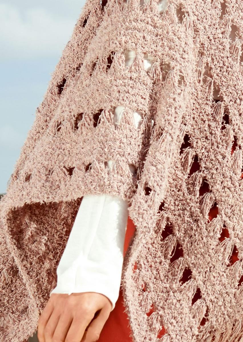 Lana Grossa PONCHO IN ELONGATED STITCH PATTERN Gallina/Secondo