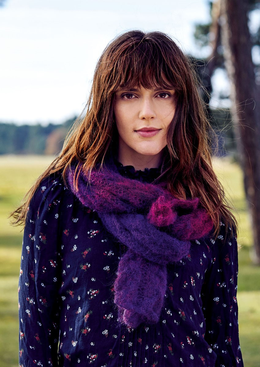 Lana Grossa SCARF IN CABLE AND LACE PATTERN Gomitolo Silkhair