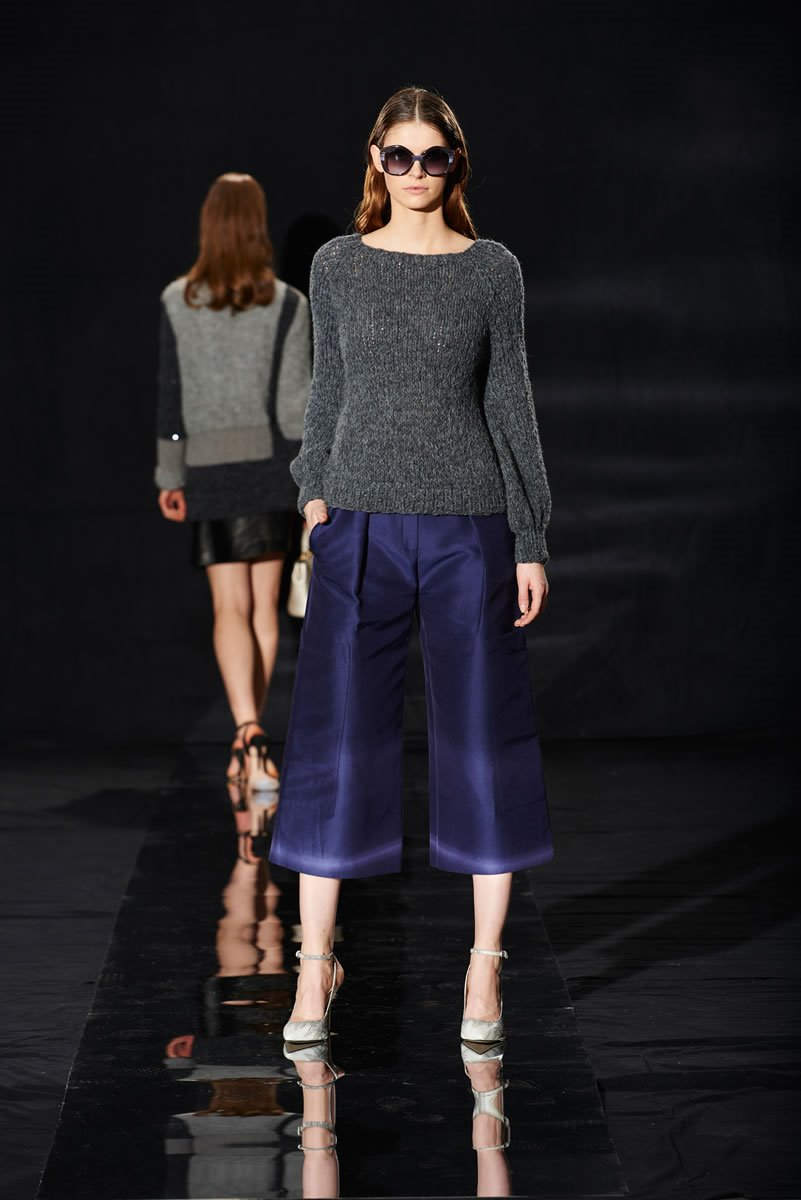 Lana Grossa PULLOVER WITH CAPELET Vela
